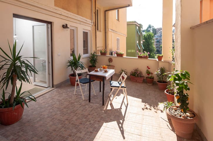 A terrace near Trastevere and Vatican - Sweet home