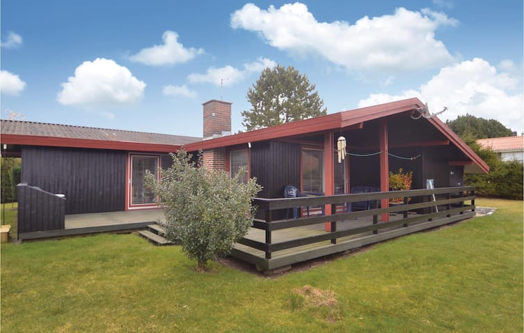 Holiday cottage with 3 bedrooms on 83 m² in Grenaa