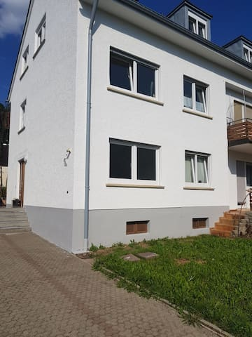 Gemütliche Moderne EH Ferienwohnung mit Terrasse
