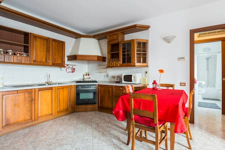 Cosy apartment close to the city centre - Reggio Emilia - Lejlighed