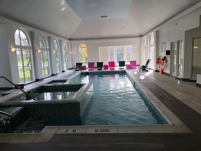 Luxury 1BD Apartment w Indoor Pool/Spa/Gym/Sauna