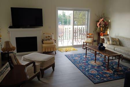 Caseville 2 bedroom, 2 bath condo w/pool