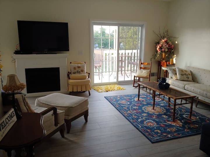 Caseville 2 bedroom, 2 bath condo w/pool