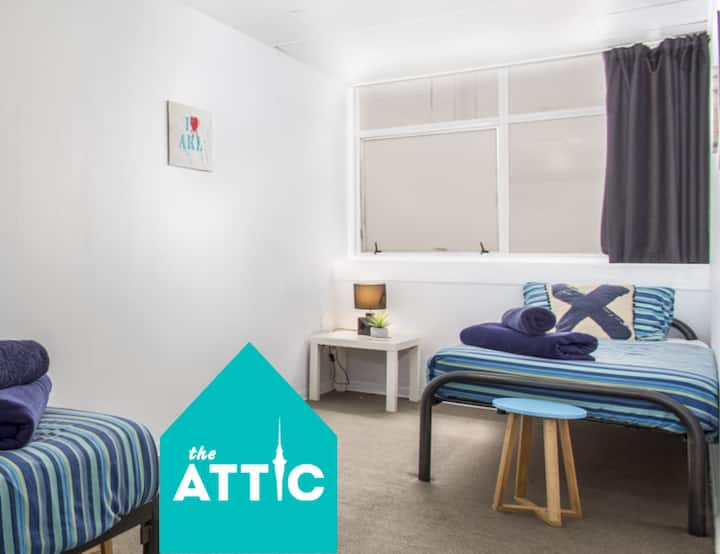 Budget Twin Room, City-Central, near Skybus Stop