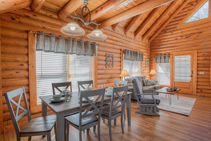 NEW! Deer Tracks Retreat in Pigeon Forge!