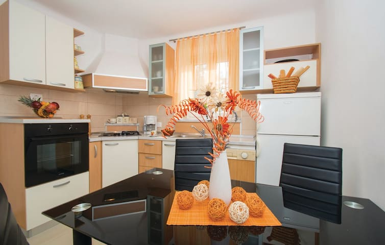 """""""1232"""" House for 5 people with swimming pool - Bartići - Dům"""