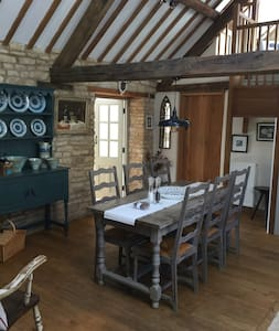 The Old Dairy 5* barn conversion Chadlington