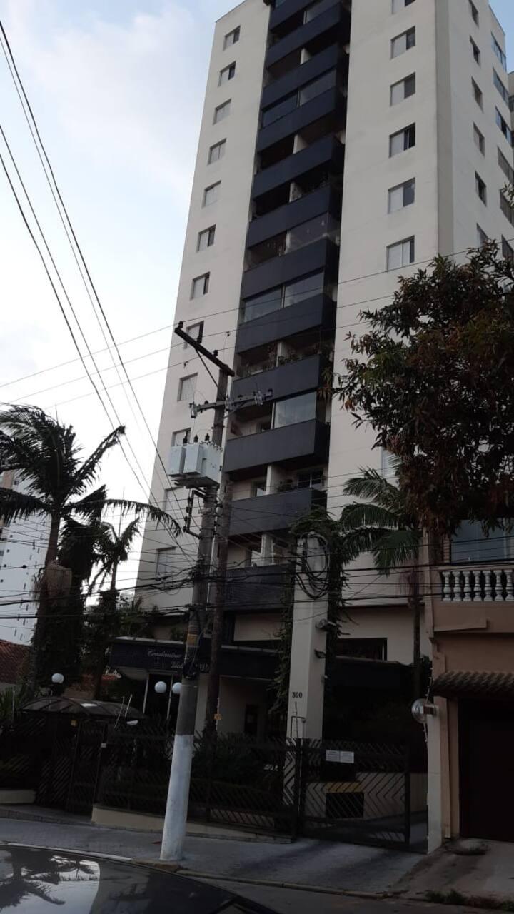 Apartamento aconchegante e bem localizado.