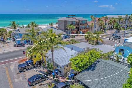 Playa Esmeralda/Innatthebeach Suites #1A Amazing Location in Bradenton Beach