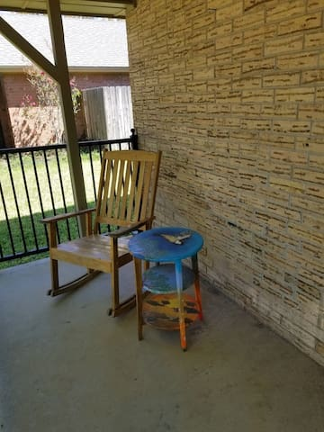 North Midland: 3/2 w office, kitchen, POOL, patio
