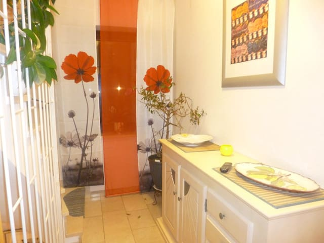 Peace and quiet close to town in small apartment - Puchheim