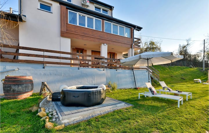 Beautiful home in Grabrovnik with Jacuzzi, Sauna and 2 Bedrooms