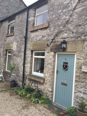 Cosy Characterful Cottage