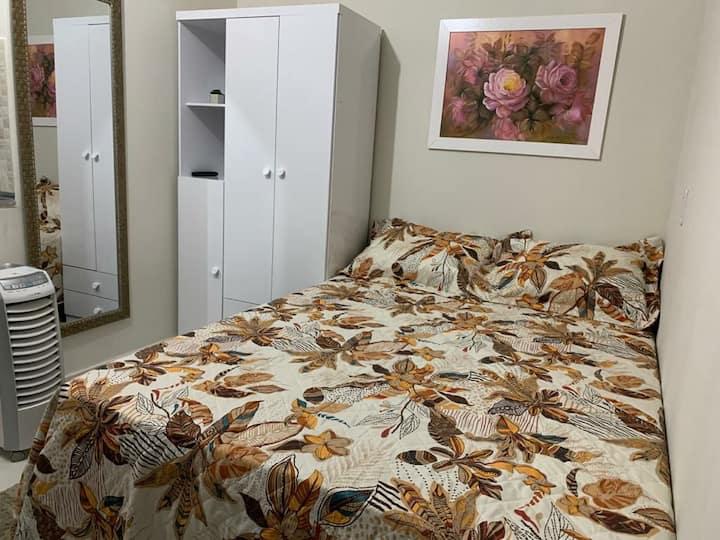Kitnet, moderna, bem localizada e confortável, 202