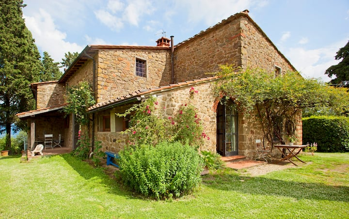 Poggio Pratelli  bio farmhouse in tuscany