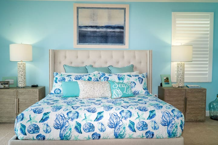 3rd-floor Sea Breeze Master King-sized Bed