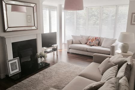 Spacious Modern Apartment in Dundrum
