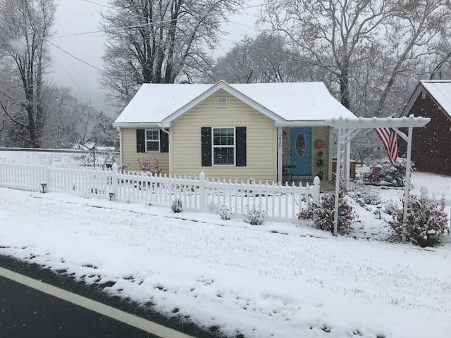 Blue Ridge Cottage - 3 Miles to Wintergreen