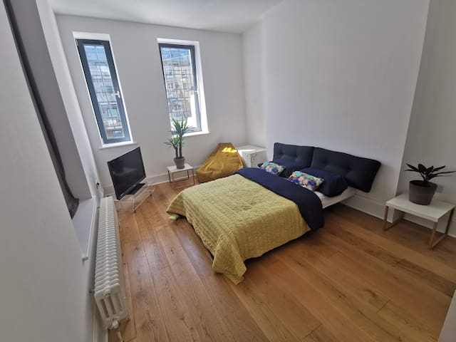 Lovely Double Room on the Hoe