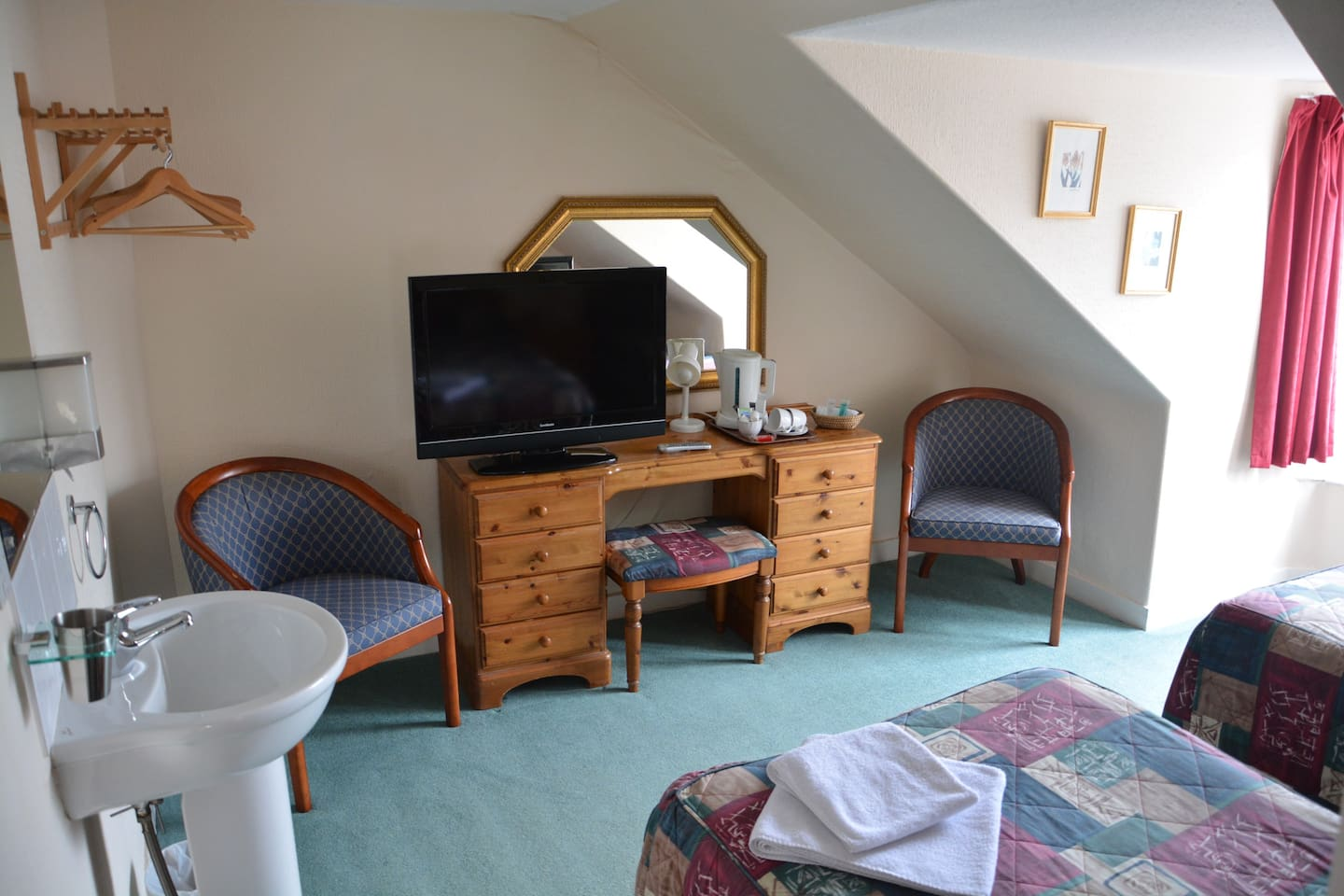 bright standard twin room with 2 single beds