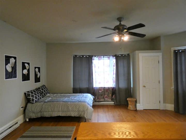 Tufts-DavisSq - Cozy One Bedroom