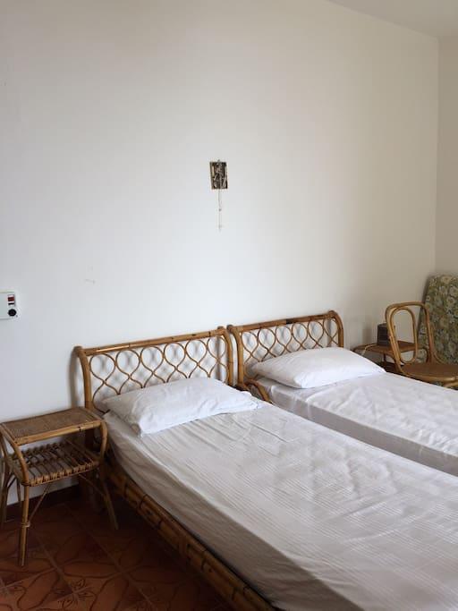 Camera con 3 letti singoli