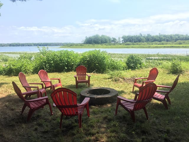 Baker's Loaf: Pentwater Bass Lake Cottage 4BR/3BA - Pentwater - Maison