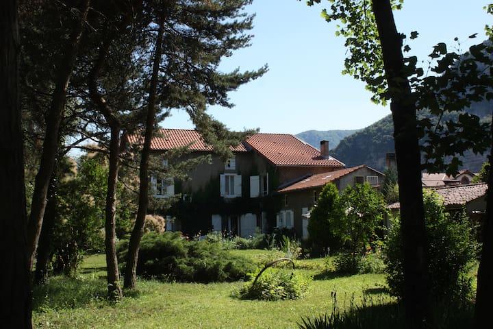 Ariege,maison ancienne de charme - Arignac - House