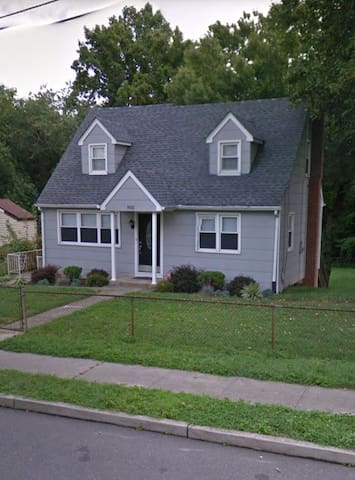 Cozy 5BR home, 10 miles from Philly - Runnemede - House