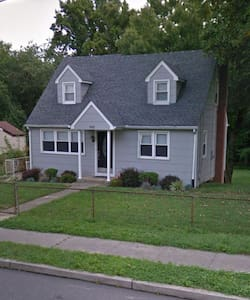Cozy 5BR home, 10 miles from Philly - Runnemede - Casa