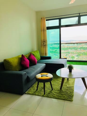 JB Happy Home ❤️ Bukit Indah Sky Loft (Free Wifi)