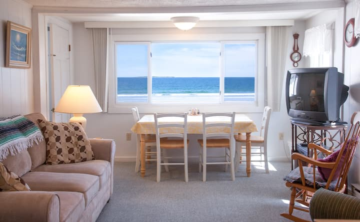Excellent Beachfront Apartment
