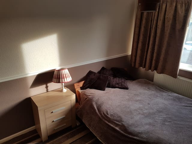 Dbl room close to Hospital, Mon-Fri let preferred