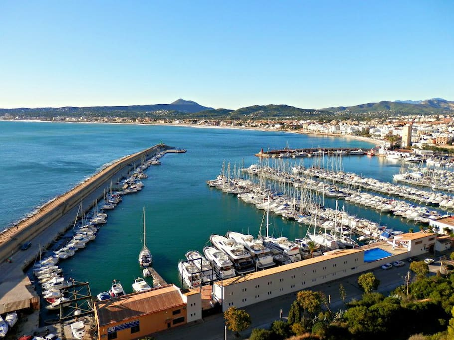 Yacht marina and traditional fishing port, with fish market - 5 minutes walk away