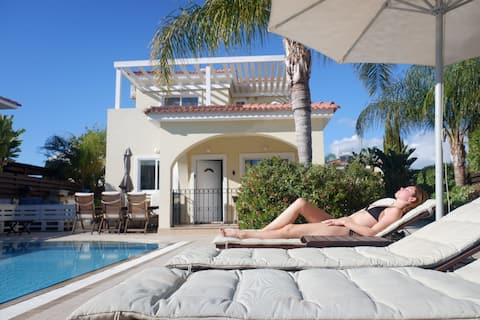 Private Villa / 10m pool / sleeps 7