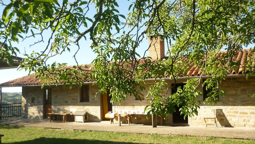 Casa in pietra nel verde e  fiori - Pietralunga - Rumah