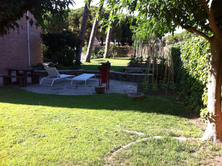 Barcelona playa jardin y piscina casas en alquiler en for Casa alquiler barcelona jardin