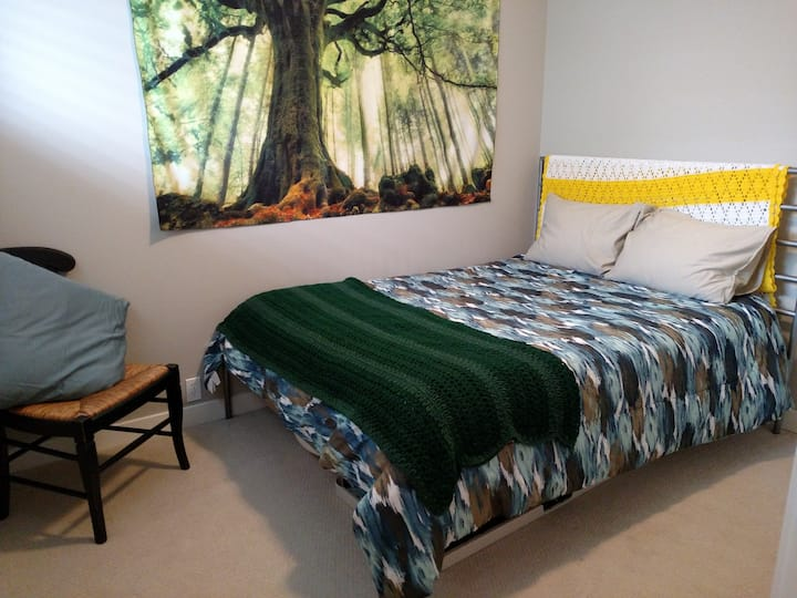 2: Comfy bed in Vancouver, WA Close to PDX