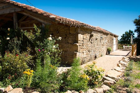 La Grange - stunning barn in rural France. - Espinas