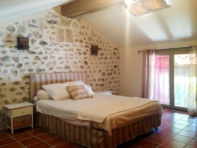 Dépendance en villa avec piscine - Cardet - House