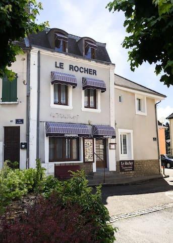 Le Rocher - Le Désert Blanc