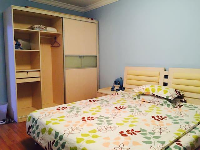 地铁8/10号线近五角场/复旦/交大的老上海安静小清新卧室