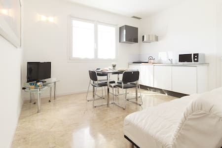 Brand new elegant flat with big terrace & carpark - Venice