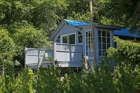 Self-contained cabin on hobby farm - Sooke - Kisház