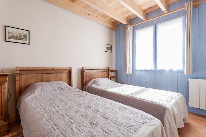 Chambre à deux lits simples