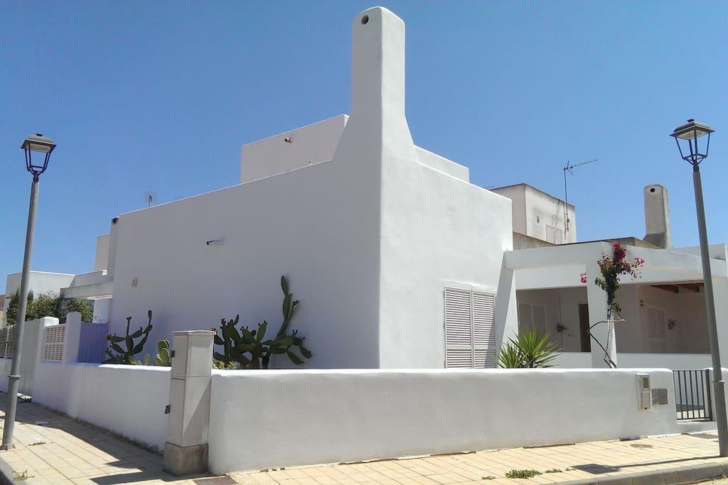 Vista general de la fachada.