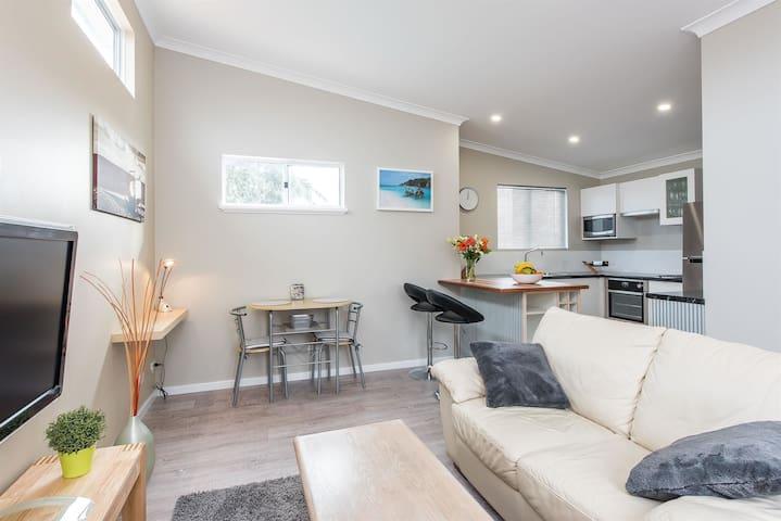 Prestigious Northshore Guest House