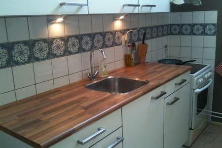 Ruimte met eigen keuken en balkon - Wijchen