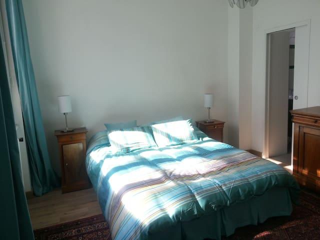 Chambre dans grande maison mormande - Amiens - Bed & Breakfast