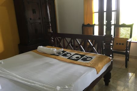 The Saffron B&B - Canal View Double - Sri Jayawardenepura Kotte - Boutique-hotel